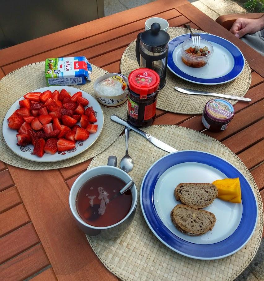 Snídaně na terase
