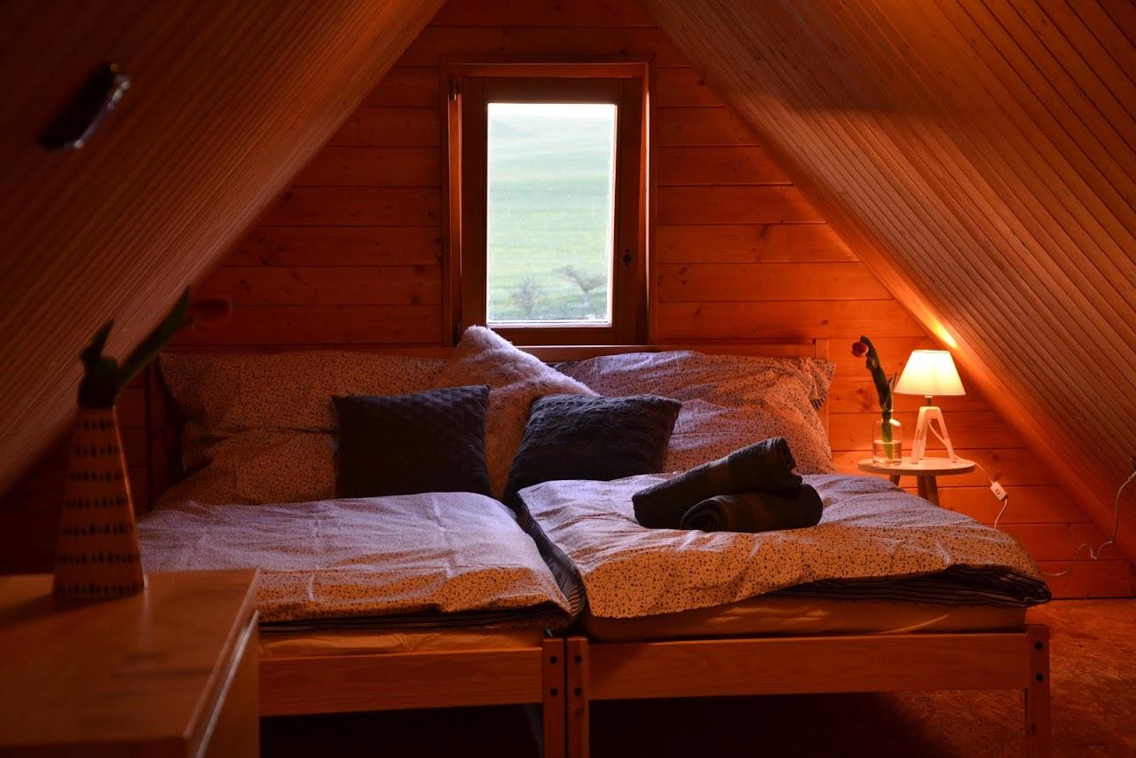 Oddělené postele v podkroví